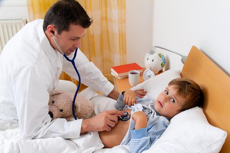 बच्चों में पेट के इंफेक्शन होने पर क्या करें, लक्षण, इलाज, घरेलू उपाय – Stomach flu in kids